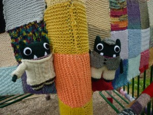 Paddy and Plunkett get cosy at the Yarn Bombing - H Crawford/Crawcrafts Beasties