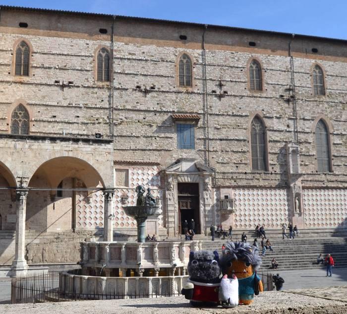 Beasties at Piazza IV Novembre, Perugia - A de Girolamo/CrawCrafts Beasties