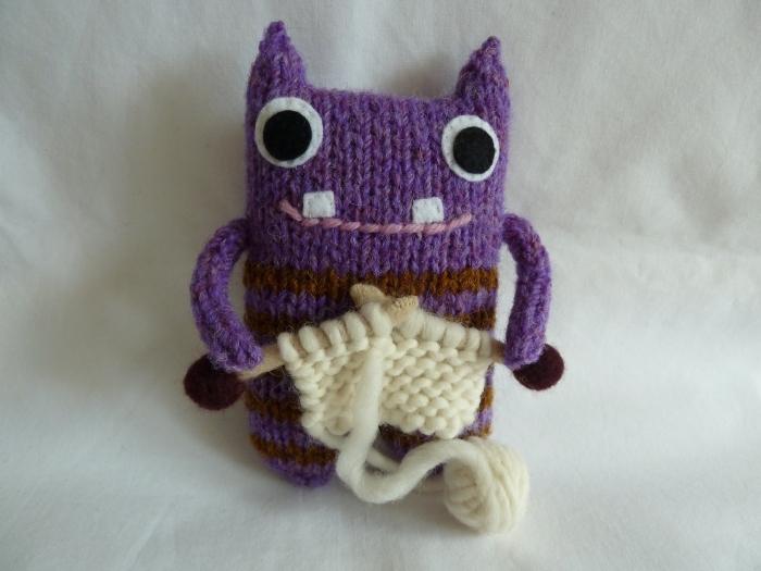 Knitter Barróg Beastie, by CrawCrafts Beasties