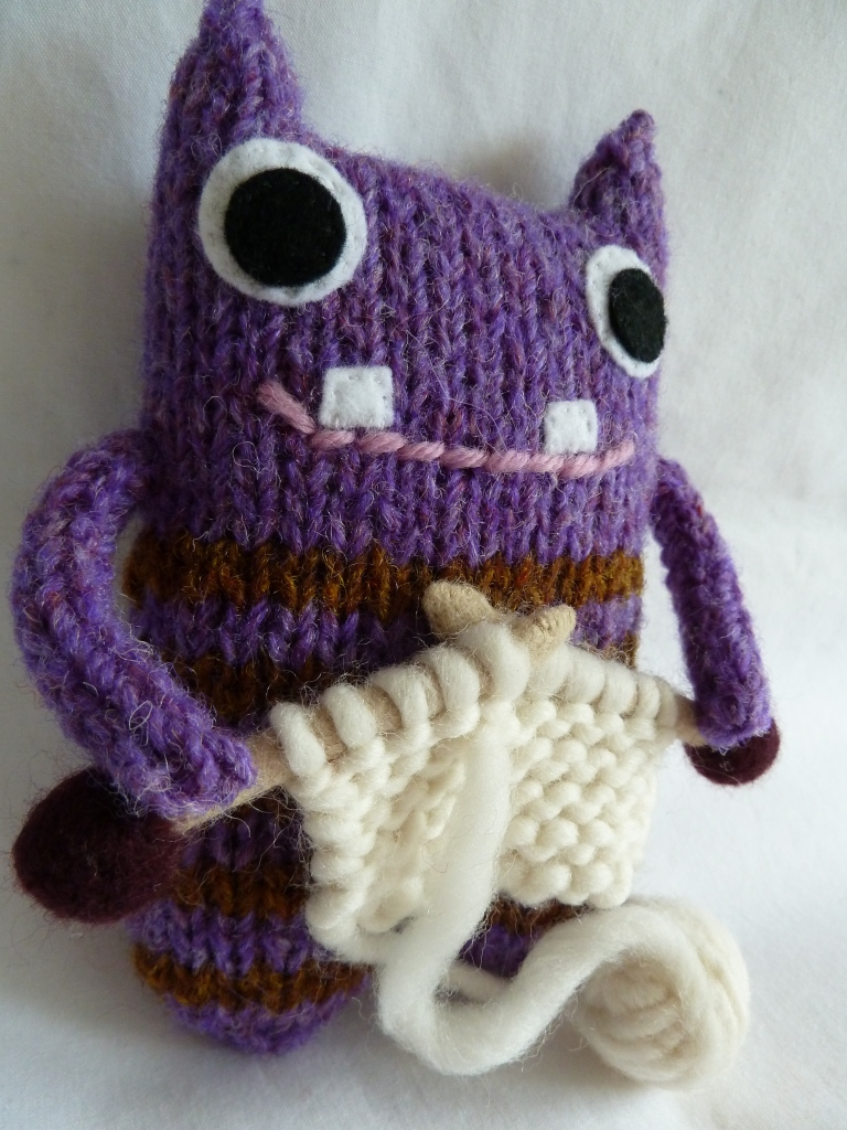 Barróg Beastie, Knitting! CrawCrafts Beasties