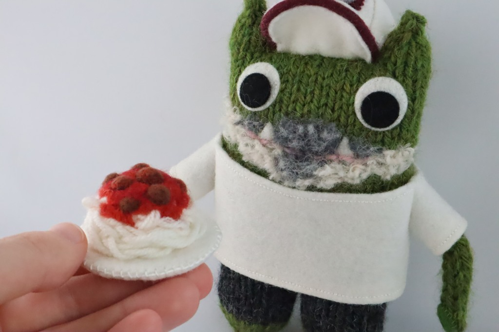 Lunchtime! Engagement Beastie by CrawCrafts Beasties