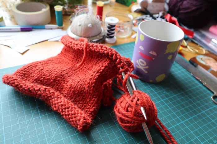 A Super-Easy Srping Sweater - CrawCrafts Beasties