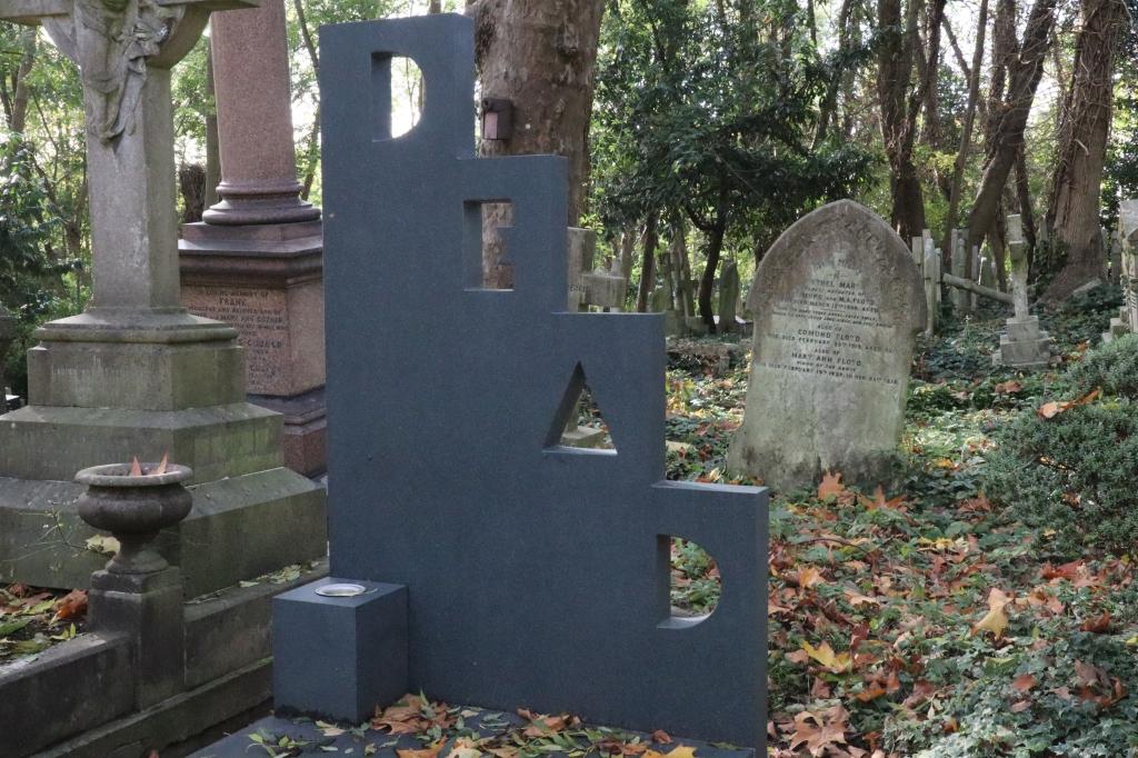 Patrick Caulfield's Grave at Highgate Cemetery - CrawCrafts Beasties